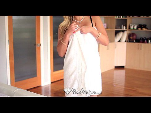 Olivia Austin teases her man until he ravages her - PureMature
