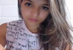 Novinha de 18 anos caiu na net mostrando a bucetinha
