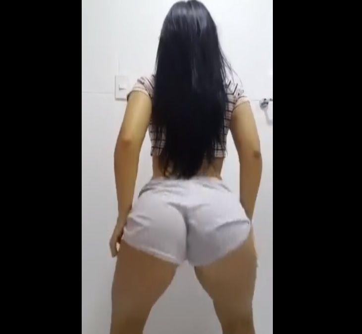 Novinha dançando Funk MC Livinho